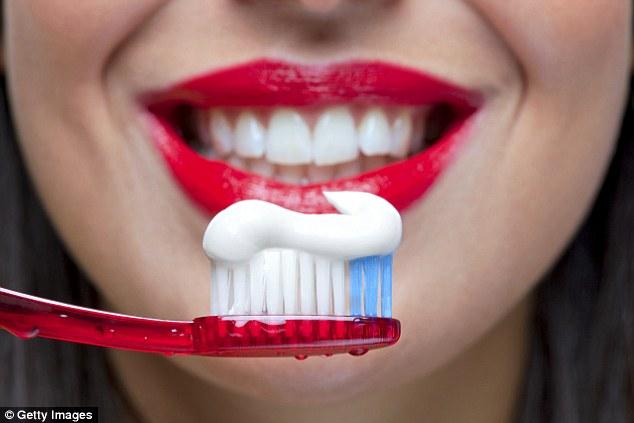 Não escovar os dentes pode provocar doenças cardíacas e destruir sistema imunológico