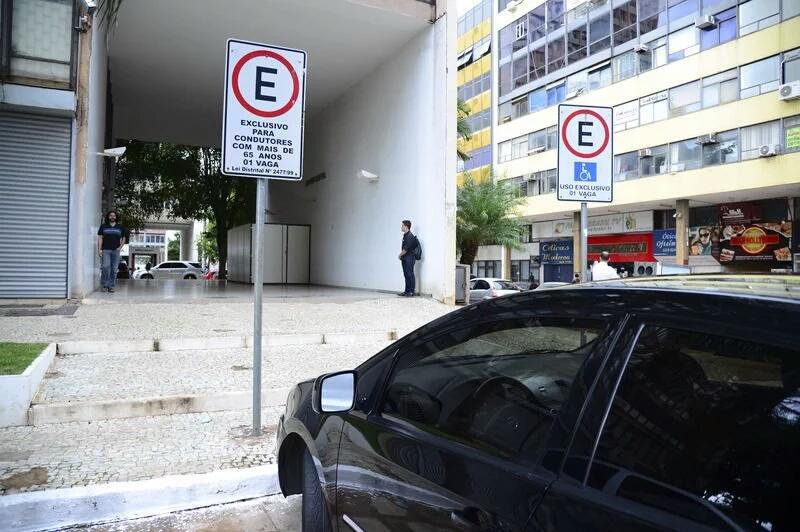 Multa para quem estaciona em vagas reservadas aumenta 140%