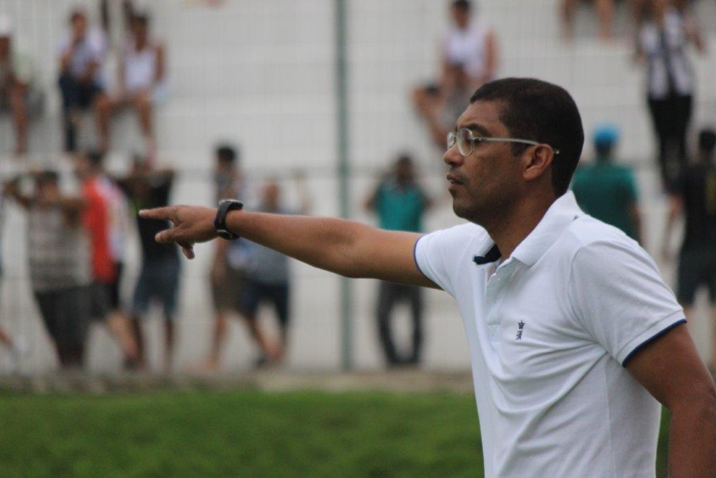 Narciso convoca jogadores para o desafio contra o Globo