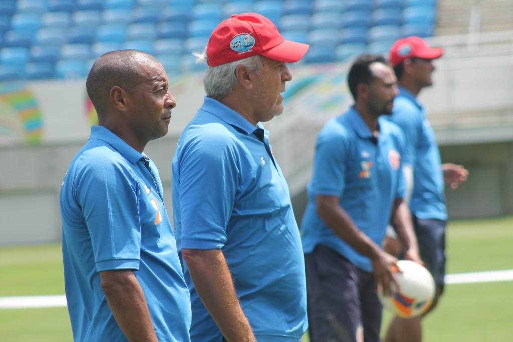 Aluísio Moraes revela ter dúvidas para montar o time do América