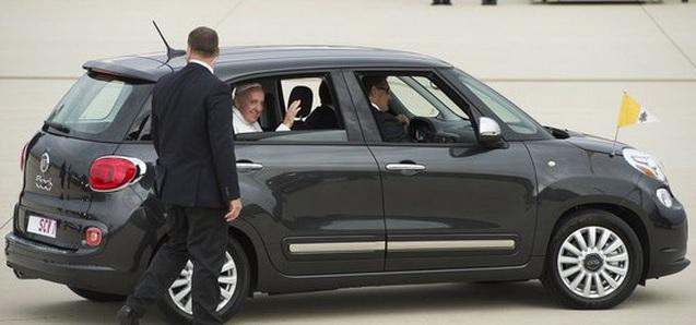 Fiat 500 usado pelo papa Francisco nos EUA será leiloado