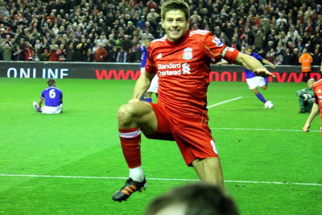 Gerrard dá sinais de que se aposentará em 2016