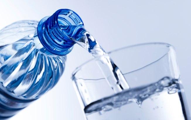 Verão saudável: beba bastante água e não abuse dos sucos