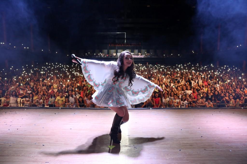 Estrela teen, Larissa Manoela faz show em Natal pela primeira vez