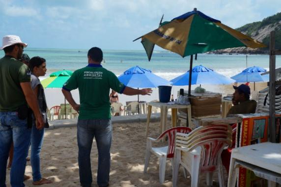 Prefeitura fiscaliza atividades comerciais na orla de Ponta Negra