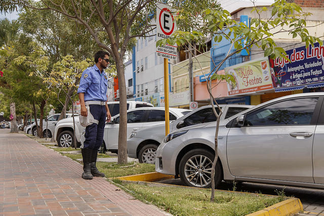 Mossoró aumenta valor da multa por estacionar em vagas reservadas