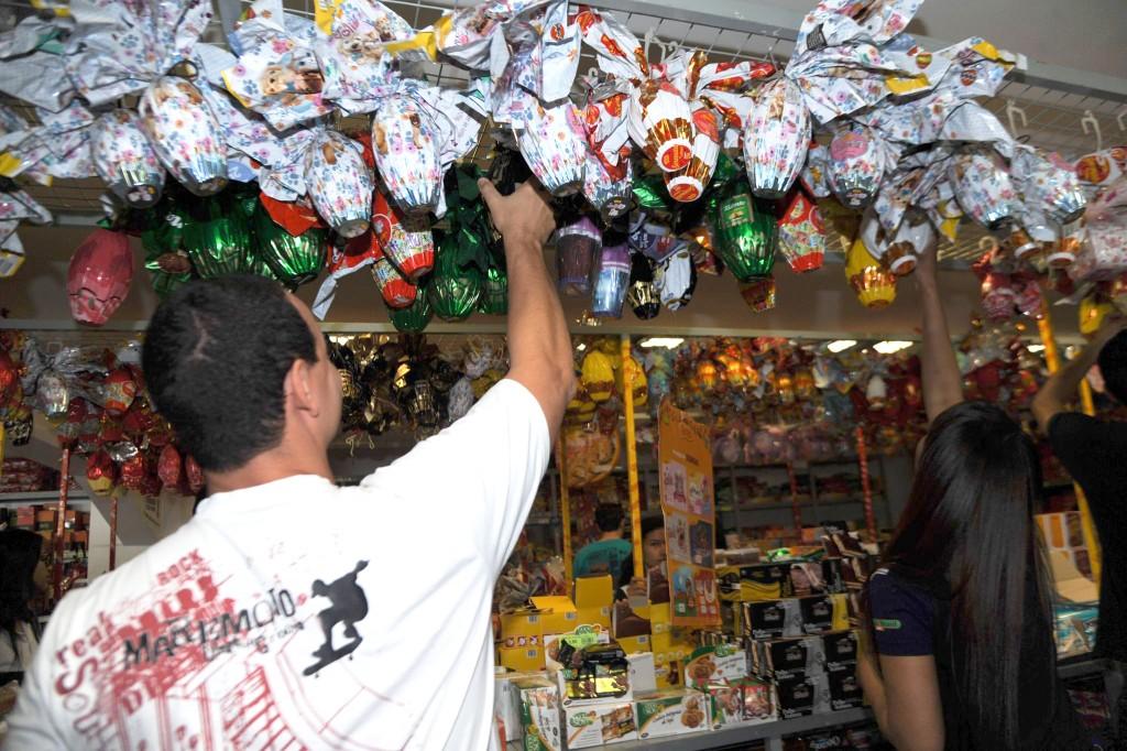 Ovos de Páscoa estão em média 35% mais caros e preços variam mais de 70% entre lojas