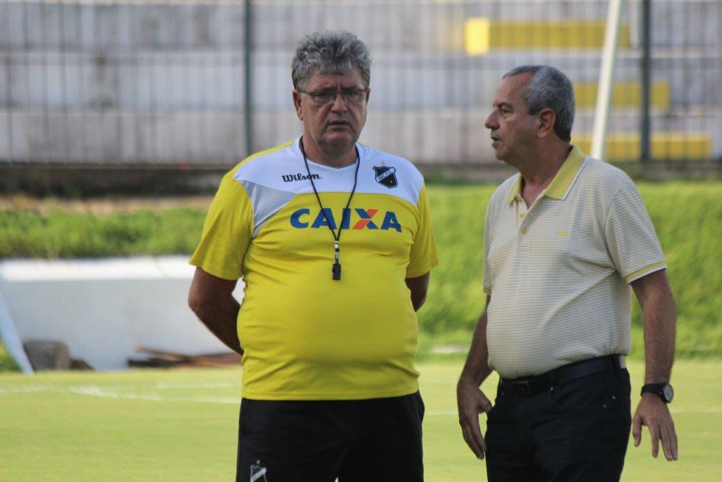 Geninho convoca jogadores para a decisão contra o América