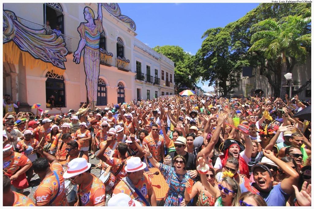 """Segundo pesquisa, 49% de homens acha que carnaval não é para mulher """"direita"""""""