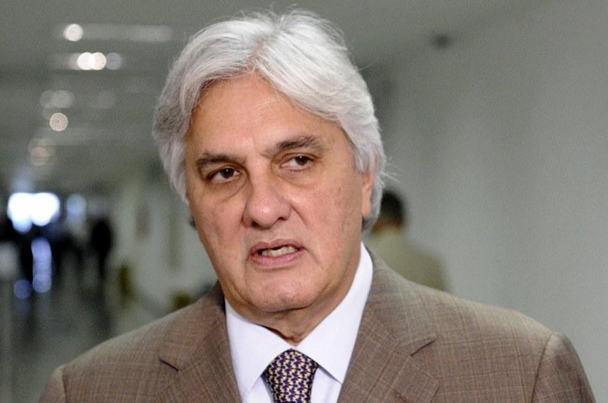Mercadante ofereceu ajuda financeira para evitar delação, diz Delcídio