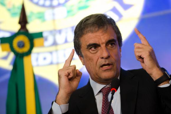 Cardozo pede demissão do Ministério da Justiça e assume AGU