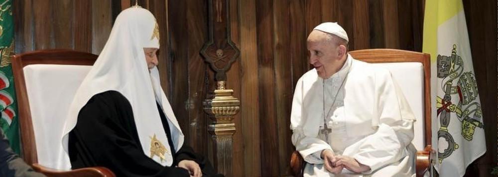 """""""Somos irmãos"""", diz Francisco em encontro com patriarca ortodoxo"""