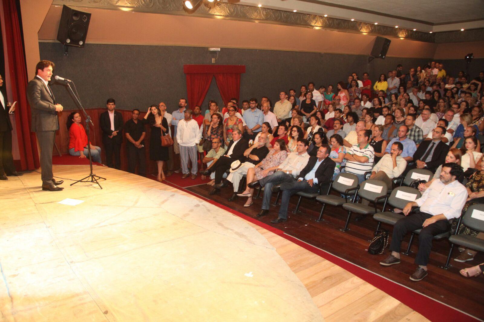 Robinson anuncia reforma do Teatro Alberto Maranhão