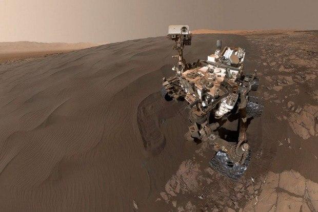 Robô Curiosity tira mais uma selfie em Marte