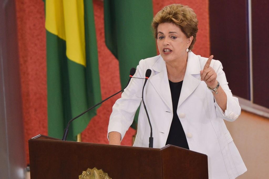 Dilma pede cautela ao tomar conhecimento de suspensão do impeachment