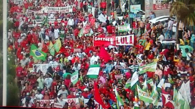 Cerca de 20 mil pessoas participam de manifestação em Natal
