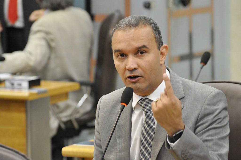 Kelps Lima comenta declarações do governador Robinson Faria