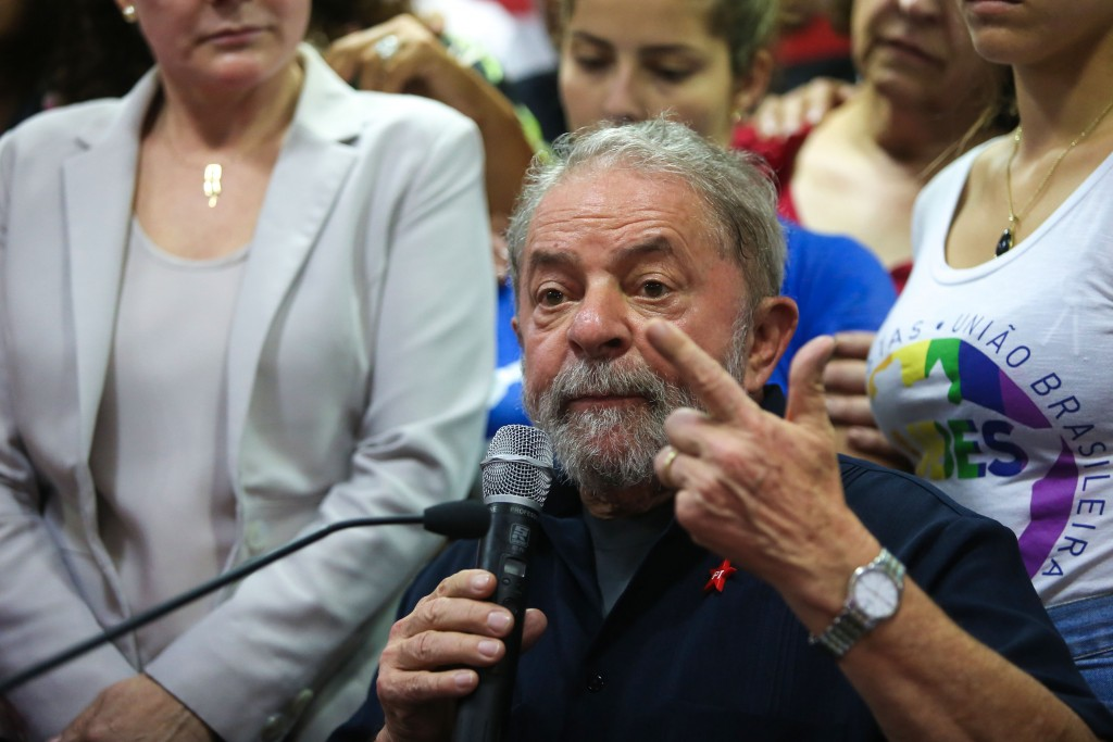 Lula diz à Polícia Federal que ofensas farão com que se candidate em 2018