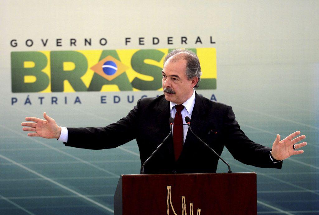 Ministro diz que Pronatec é estratégico para enfrentar a crise