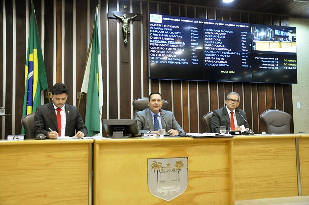 Deputados referendam corte de mais de 700 cargos na Assembleia à unanimidade