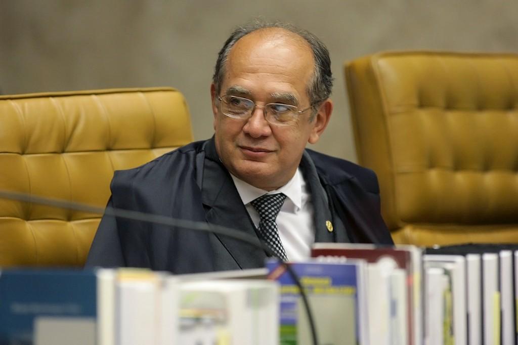 Gilmar Mendes vai reunir Temer e líderes do impeachment em Portugal