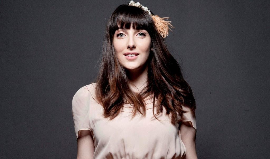 Clarice Falcão traz show da nova turnê para Natal