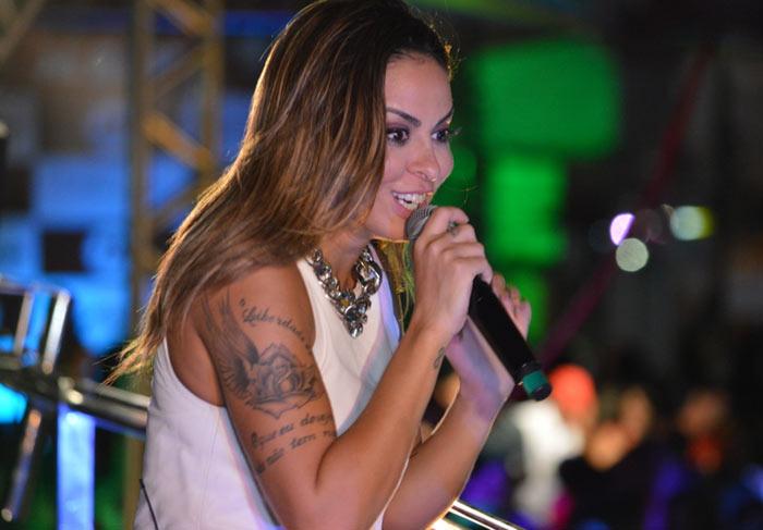 Alinne Rosa volta a Natal com show inédito no Villa Hall