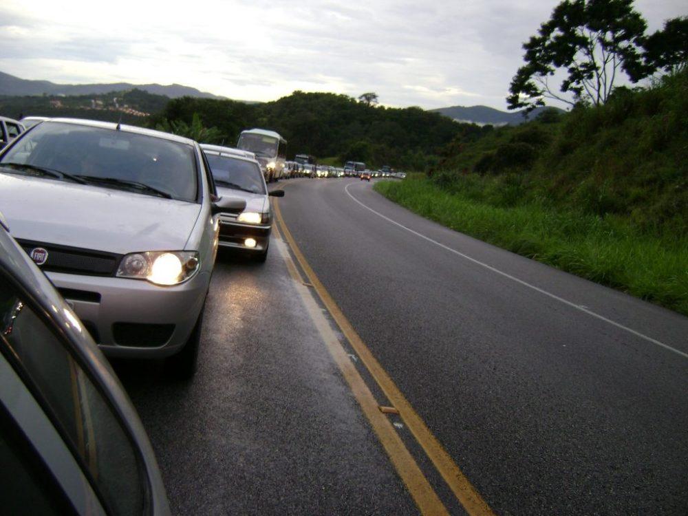 """Justiça mantém suspensão da """"Lei do Farol Baixo"""" em rodovias"""
