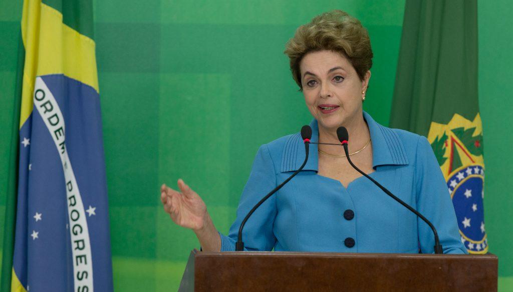 Dilma exonera ministros e servidores do alto escalão do governo
