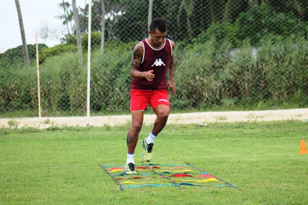 Há mais de um mês sem jogar, Thiago Potiguar é liberado pelo DM