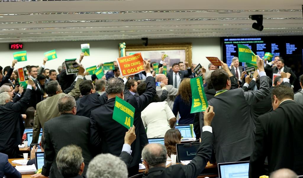 36 deputados da comissão do impeachment respondem a processos na Justiça