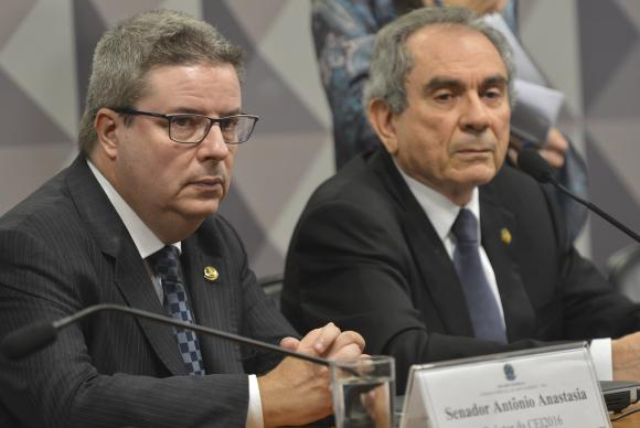 Comissão do Impeachment aprova nomes que farão defesa e acusação de Dilma