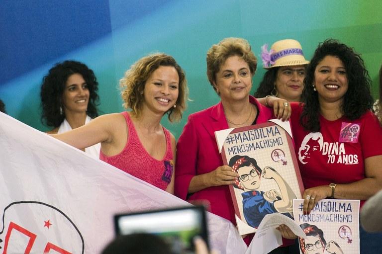 """Vazamentos seletivos fazem parte de """"trama golpista"""", critica Dilma"""