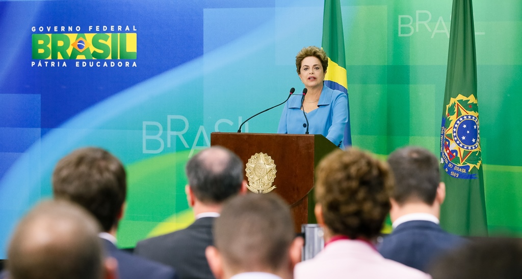 Dilma se diz 'indignada' e chama Temer de 'traidor