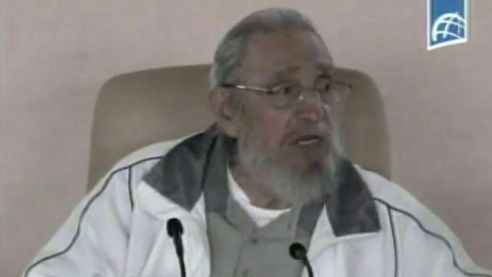 Após meses, Fidel Castro volta a aparecer em público