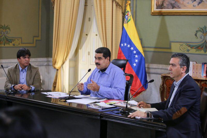 Sob protesto, Venezuela inicia cortes diários de energia