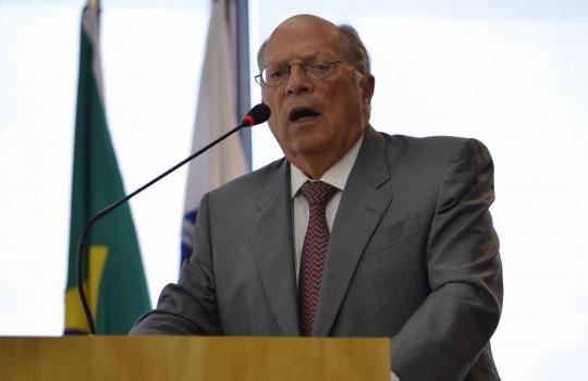Reale Júnior diz que golpe é mascarar situação fiscal do país