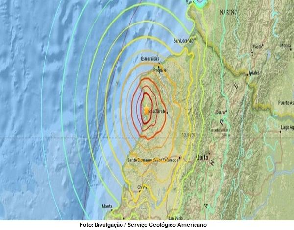 Um mês após tragédia, novo terremoto atinge o Equador