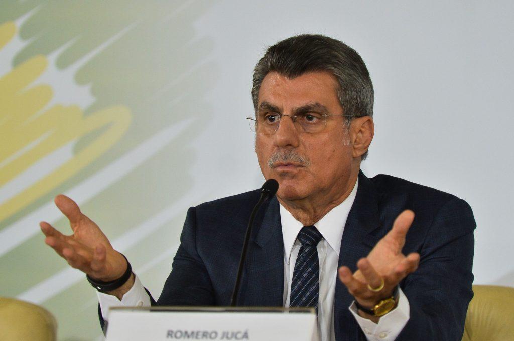 Romero Jucá afirma que vai se licenciar a partir desta terça (24)