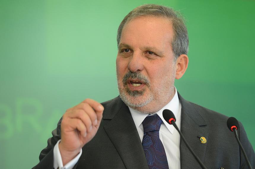 Armando Monteiro é exonerado para votar contra impeachment de Dilma