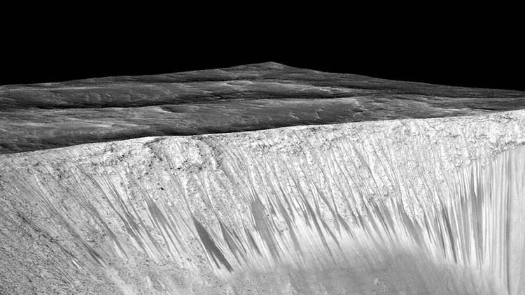Água fervente pode estar causando ranhuras na superfície de Marte