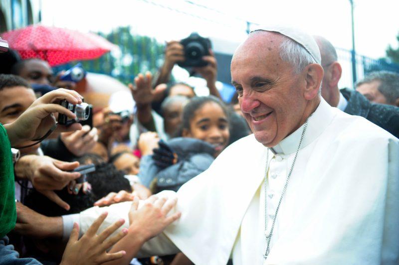 Crise política no Brasil 'preocupa' papa Francisco