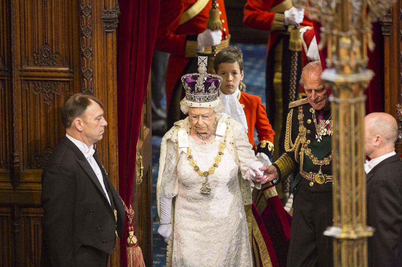 Rainha Elizabeth II chama chineses de 'mal-educados'