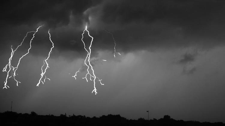 Cientistas filmam tempestade com raios em super câmera lenta; veja o resultado