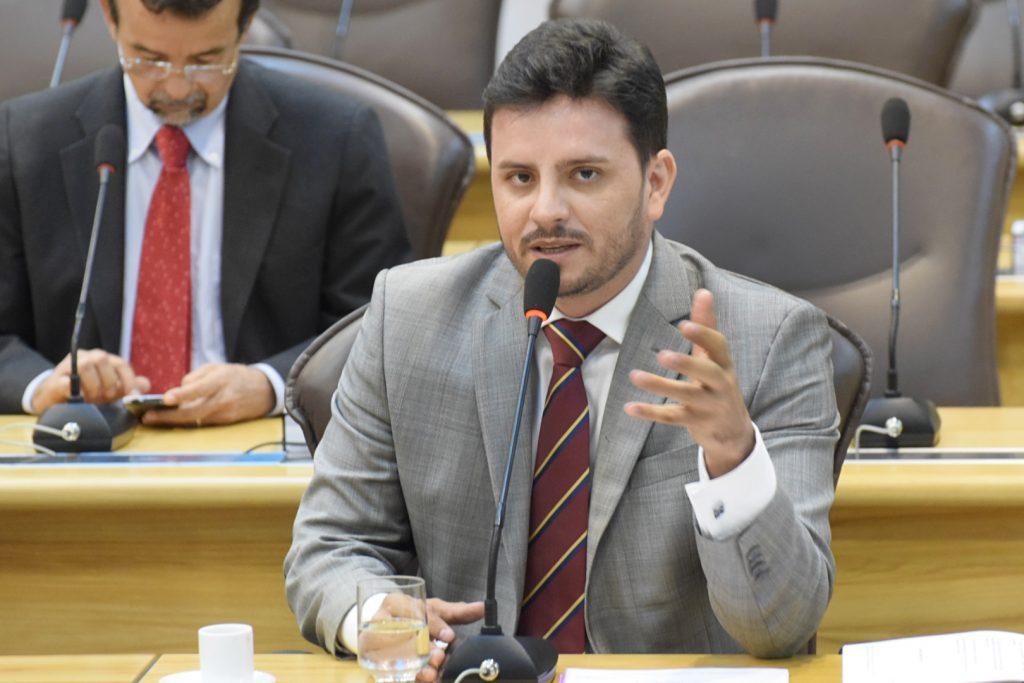 Deputado apresenta projetos que beneficiam concurseiros do RN