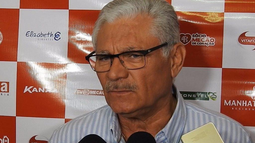 Maeterlinck Rego fala da situação do zagueiro Gustavo no América