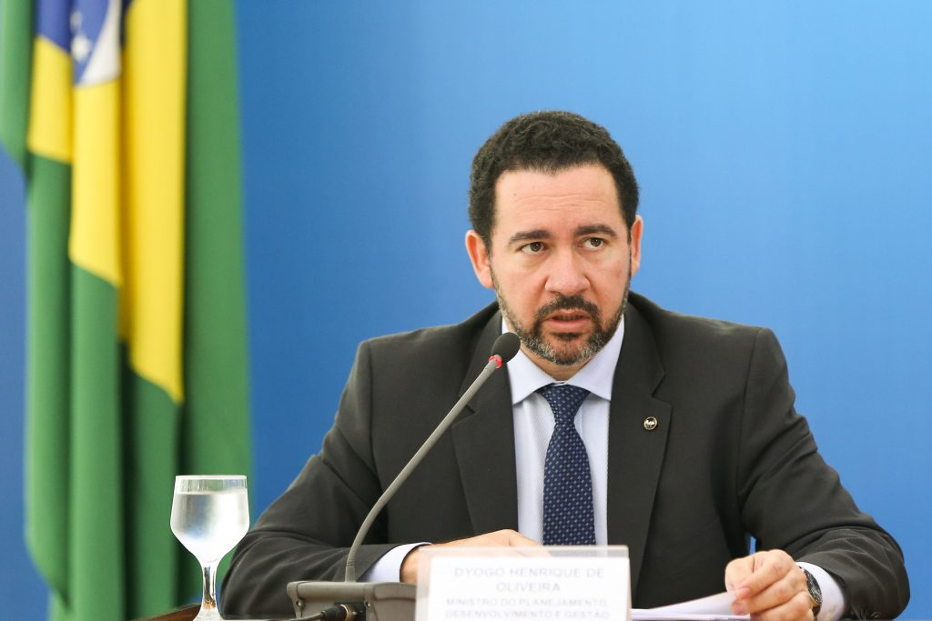 Governo anuncia corte de 4,3 mil cargos comissionados e funções