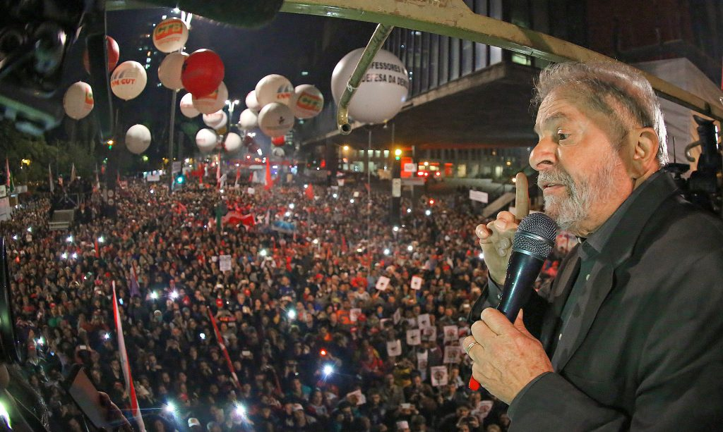 """Lula apela a Temer para que permita """"volta"""" de Dilma e dispute eleições em 2018"""