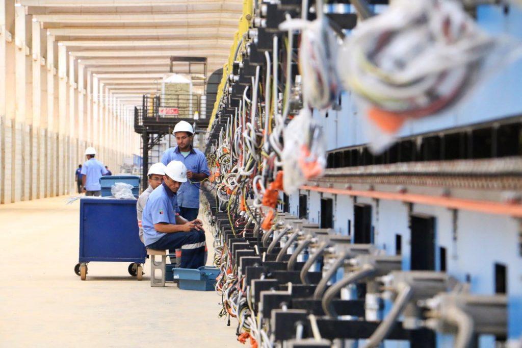 Indústria registra crescimento em fevereiro, diz IBGE