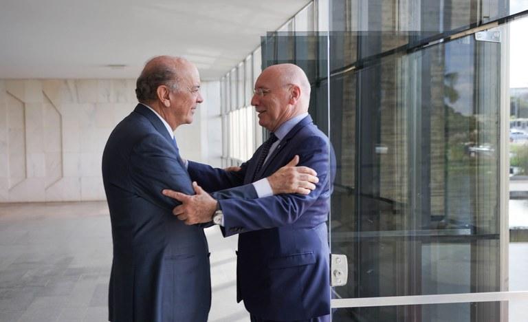 Brasil e Paraguai anunciam acordos e construção de ponte rodoviária
